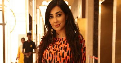 Actress Parvatii Nair Latest Photos
