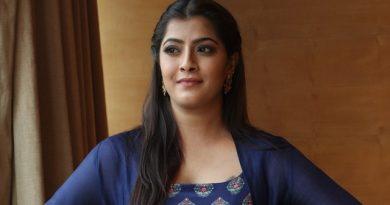Actress Varalaxmi Sarathkumar Latest Images