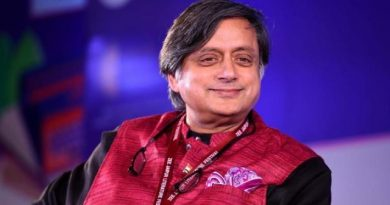 Shashi Tharoor takes to stand-up comedy