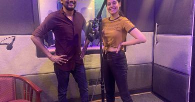 Bindhu Madhavi in Yarukkum Anjeal Movie Dubbing Work Stills