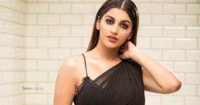 Actress Yashika Anand Black Saree Photos