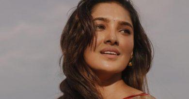 Actress Vani Bhojan Latest Saree Photos