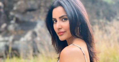 Actress Priya Anand Latest Stills